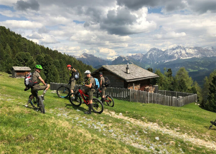 Bike tour guidata: tour all'alba con la e-bike