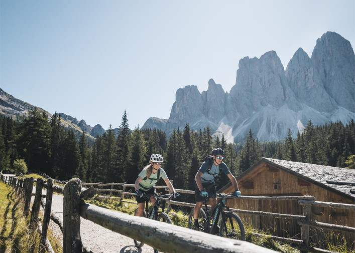 Villnöss eMTB Tour – bike the Dolomites